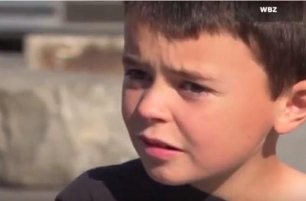 طفل في السابعة يعثر على ثمانية آلاف دولار