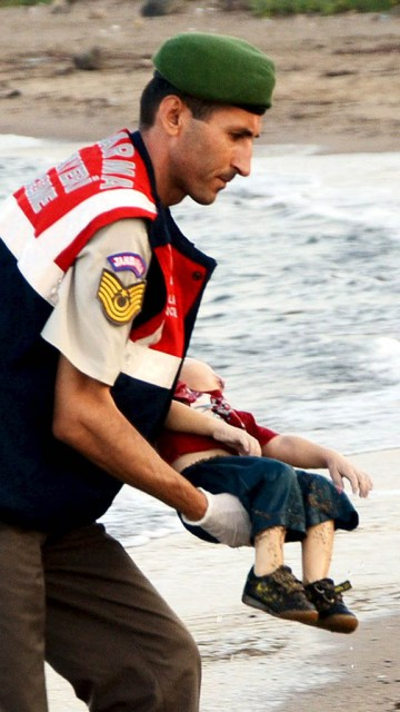 من هو الطفل السوري الغريق الذي هزّ العالم؟ %D8%B7%D9%81%D9%84