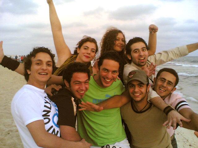 مع الأصدقاء