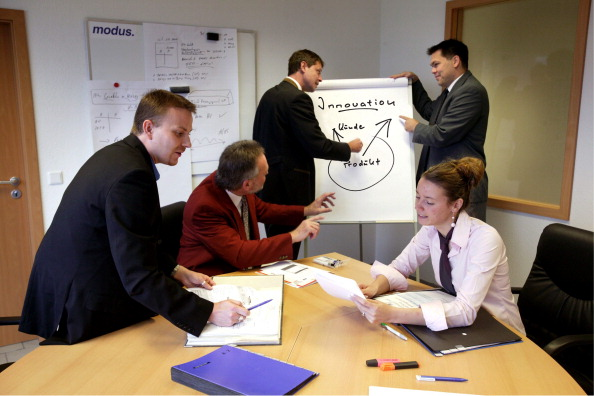 GERMANY - SEPTEMBER 08: Management consultancy / meeting scene, Symbolic picture: Innovation in company, teamwork of women and men. (Photo by Ulrich Baumgarten via Getty Images)