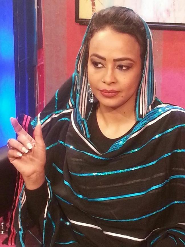 دكتورة الإعلام السوداني سلمي فيصل تفوز بلقب المذيعة الأكثر جاذبية للعام2015