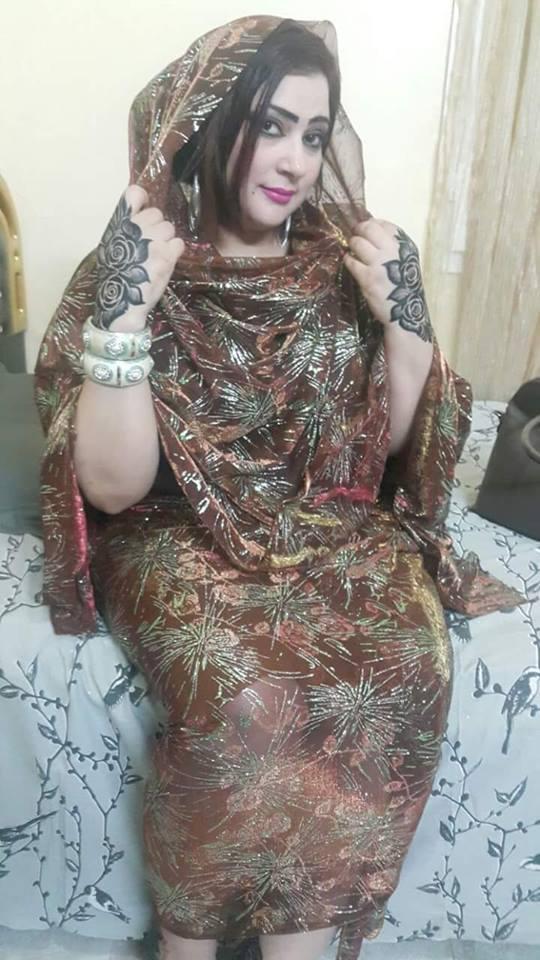 جمهور المطربة السودانية مونيكا يفجر مفاجأة ويطالب بوضع صورتها علي العملة مثل الملكات
