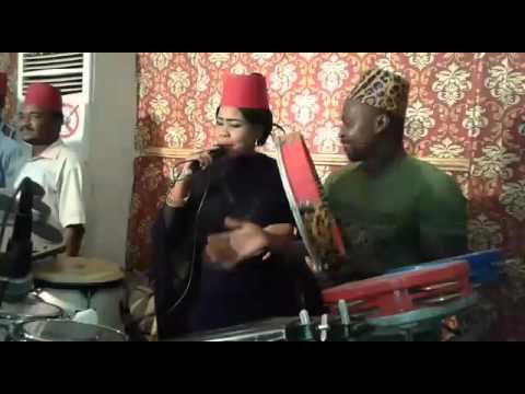 فيديو: قسوم عازف الطار الشهير يلهب الحفلات الخاصة بمصاحبة مغنيات الزار والرقص سيد الموقف