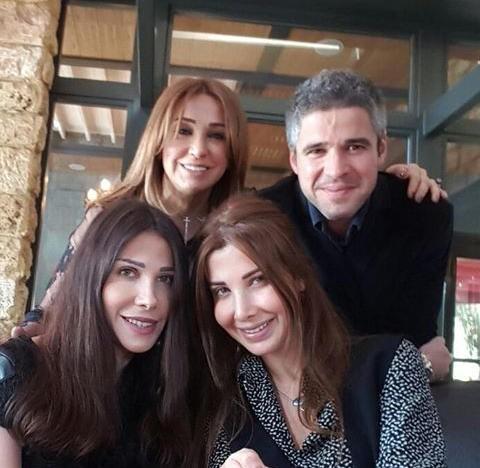 نانسي عجرم وشقيقاها يحتفلان بعيد ميلاد والدتهم