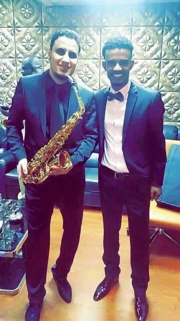 الفنان حسين الصادق يضم عازف تركي لفرقته الموسيقية