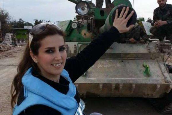 من هي المذيعة التي التقطت «سيلفي» مع جثث ضحايا حلب؟