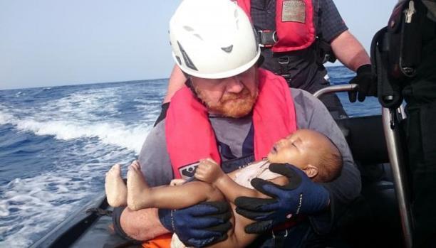صورة الرضيع المهاجر الغريق
