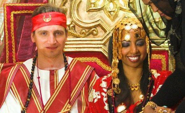 سودانية تتزوج من بريطاني وسط زغاريد النساء وفرح الإنجليز