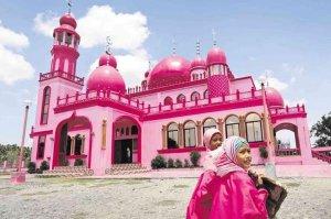 بالصور.. مسجد فريد من نوعه باللون الزهري في الفلبين2