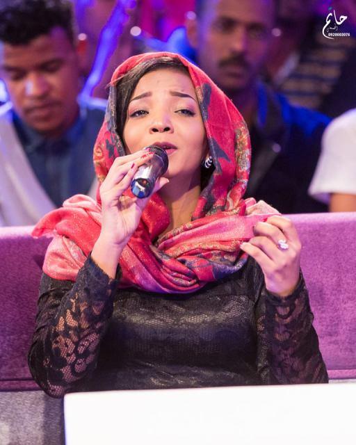 """أغاني وأغاني 2016 الحلقة السادسة.. الفنانة أمنة حيدر تغني للكابلي """"نالت على يدها"""""""