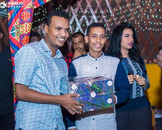 """الحسناء السودانية """"لوشي"""" تظهر بعد غيبة وتشارك في تكريم نجم برنامج أغاني وأغاني الجديد"""
