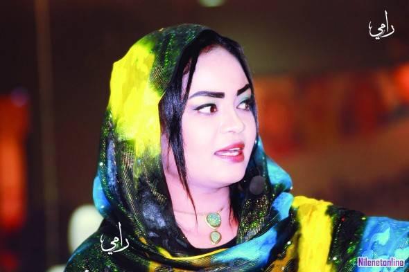في مشهد مؤثر جداً المذيعة مودة حسن تبكي على الهواء وتنعي زميلتها الراحلة بعبارات الحزن والآسي
