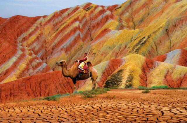 جبال-دانكسيا-الملونة-الصين