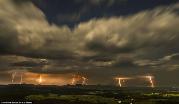 أسترالية تلتقط صور رائعة لظاهرة البرق