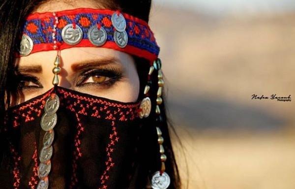 امراءة عيون - فتاة - بنت - مراة
