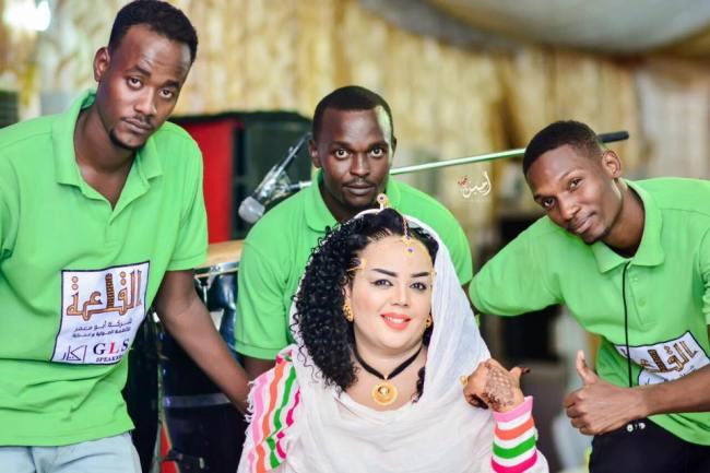 """الفنانة ندى القلعة تواصل تقليعاتها في عالم الموضة وتظهر بالزي """"الأثيوبي"""""""