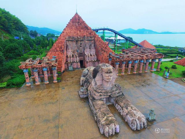 الصين تضع الأهرامات وأبوالهول في حديقة تجمع أشهر المعالم الدولية