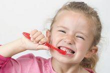 ما علاقة تنظيف الأسنان بالنوبة القلبية والجلطة الدماغية ؟