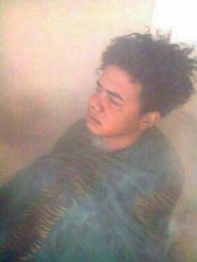 بالصور: وفي منظر مخجل ..ظهور شباب سودانين في حفرة الدخان ويرتدون أزياء نسائية فاضحة
