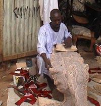 الأحذية الجلديّة .. محاولة لـ (نفخ الروح) في الصناعة السودانيّة!!