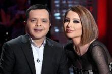 بالفيديو: وفاء الكيلاني تخلع حذاءها على الهواء لعدم احراج محمد هنيدي عند السلام عليه