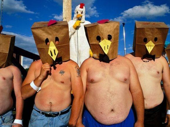 أين الدجاج - كل صيف في مدينة نبراسكا الصغيرة تقام مهرجانات الدجاج مع قائمة واسعة من الأحداث،