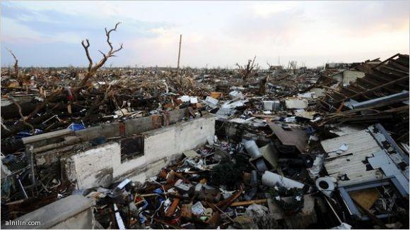 الاعصار تورنادو ضرب امريكا وخلف الموت والدمار 23-5-2011
