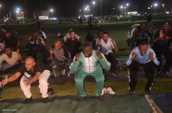الأستاذ الطيب حسن بدوي وزير الشباب والرياضة بولاية الخرطوم يقود برنامج الرياضة للجميع - الساحة الخضراء أبريل 2013م