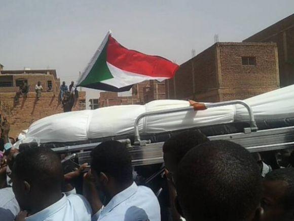 جثمان الشهيد الطالب علي ابكر - جامعة الخرطوم 12-3-2014