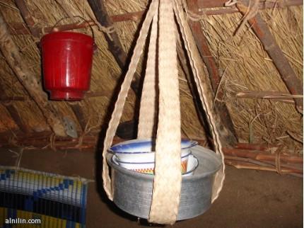 المُعلاق يحفظ فيه الطعام يوضع وسط المطبخ او الراكوبة تراث سوداني