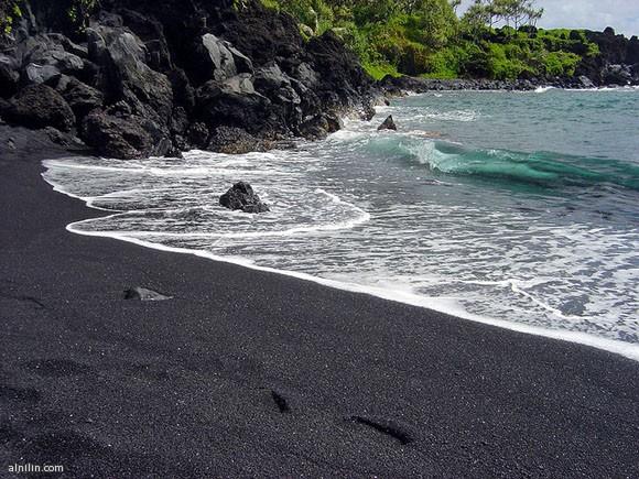 شاطئ بيوناليو الأسود- جزيرة هاواي الكبرى