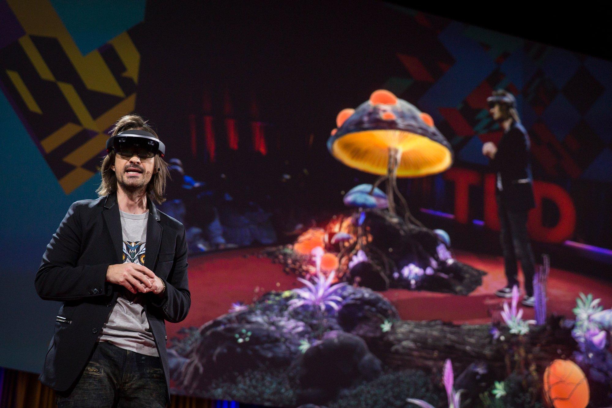 Yeni Hololens Demosu ile ilk holografik ışınlanmayı gerçekleştirdi