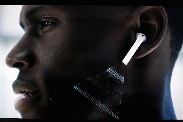 Apple kablosuz kulaklıkların gelecek teknolojilerine dair verdiği mesajlar