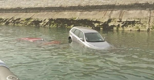 carro a afundar-se
