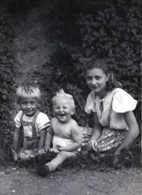 Jo Reuschenbach, Rosemarie Fischer und Elfriede Reuschenbach - 1942