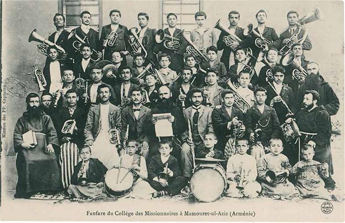 Mezre (bugün Elazığ) Fransız Koleji'nin Ermeni öğrencilerden oluşan bando takımı.