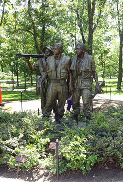 Vietnam Anıtı'na eklenen heykel.