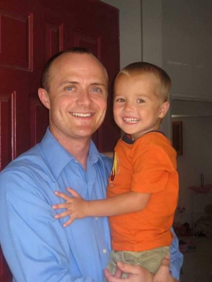 Alzheimer Precoz - Jason Manthe junto a uno de sus hijos