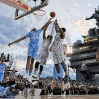 Basket, Ncaa: Carrier Classic con le maglie Nike comouflage e campo sulla portaerei Carl Vinson