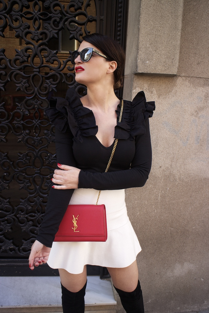 camiseta volantes hombro Zara zara blanca bolso yves saint laurent paula fraile chanel sunnies amaras la moda7
