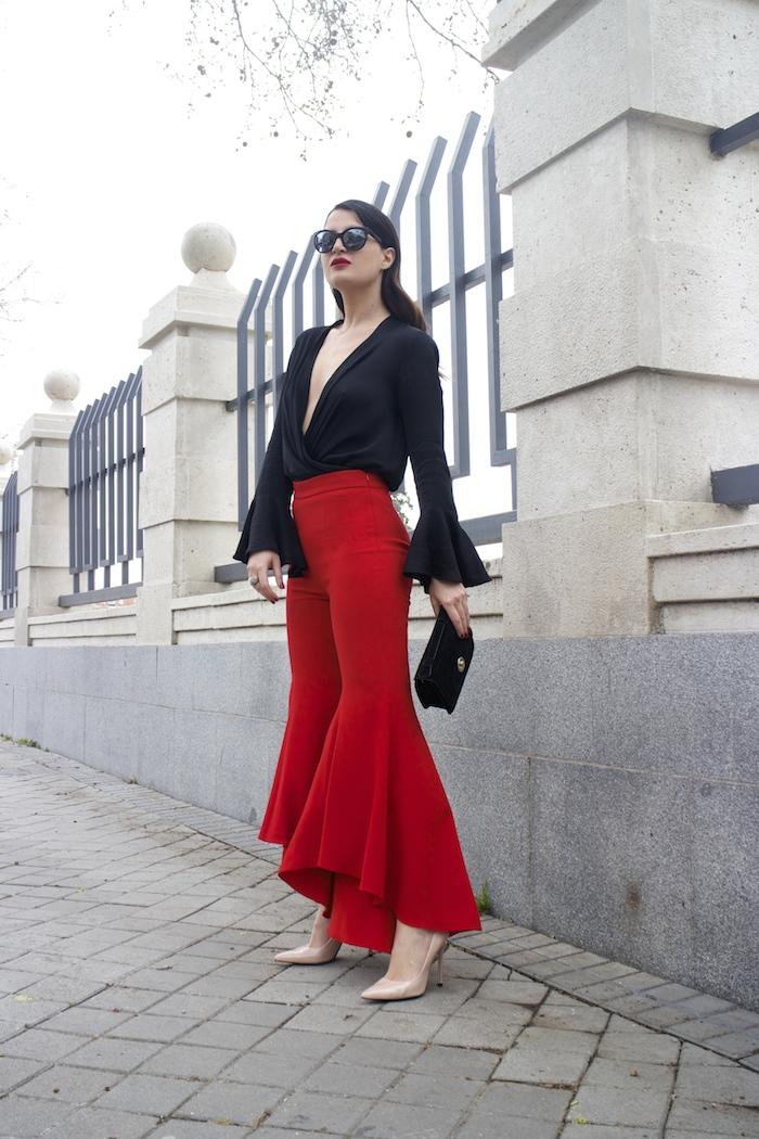 pantalón volantes rojo zara camisa volantes chaqueta volantes Zara stilettos uterque gafas chanel optica roma amaras la moda paula fraile velasco.2
