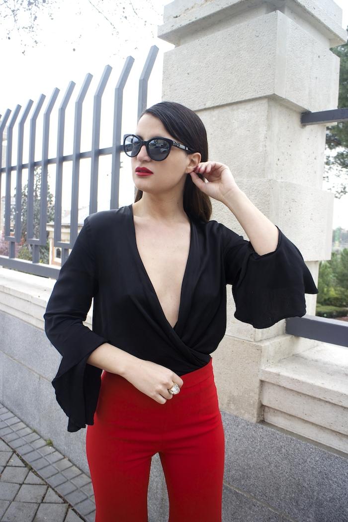 pantalón volantes rojo zara camisa volantes chaqueta volantes Zara stilettos uterque gafas chanel optica roma amaras la moda paula fraile velasco.6