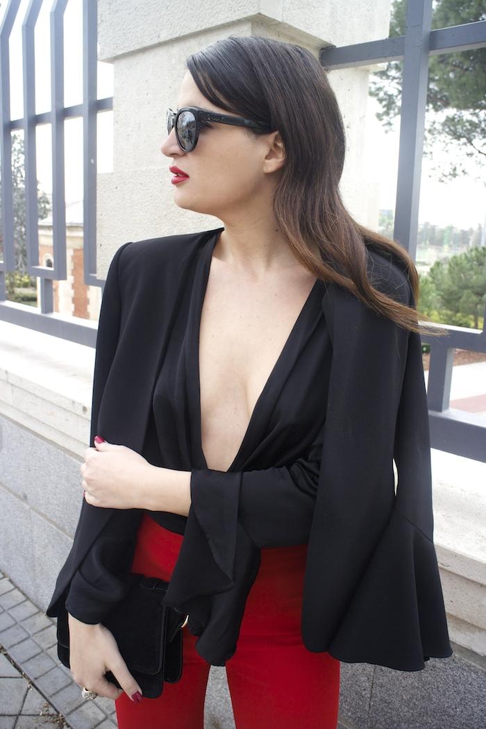 pantalón volantes rojo zara camisa volantes chaqueta volantes Zara stilettos uterque gafas chanel optica roma amaras la moda paula fraile velasco.8