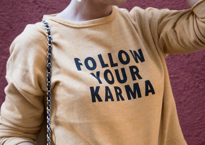 follow your karma sudadera zara falda denim tweed pendientes tiahra madrid paula fraile amaras la moda12