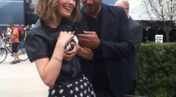 Rose Byrne and Bobby Cannavale find downtime at the SXSW petting zoo