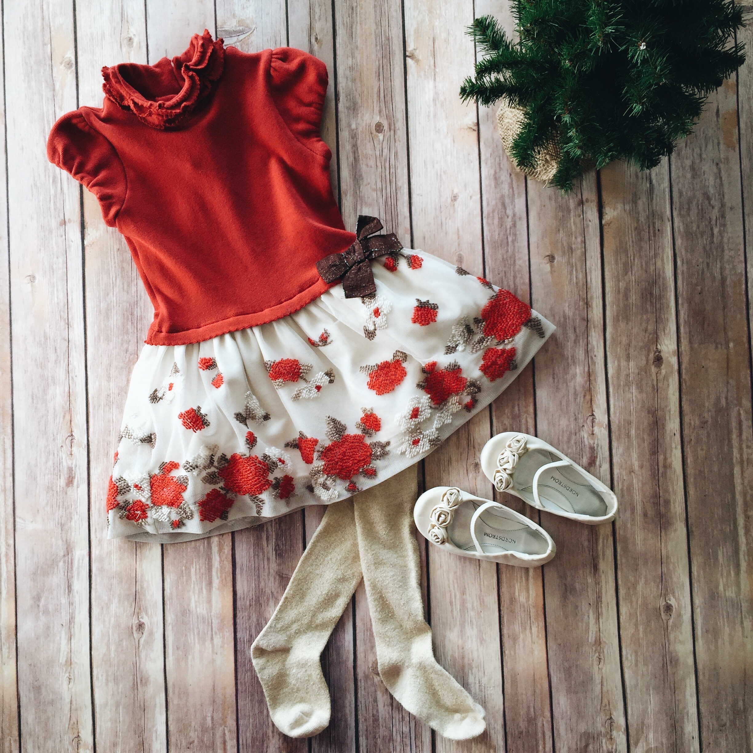 toddler girl christmas style // sprouting threads // www.amonkeyandhismama.com