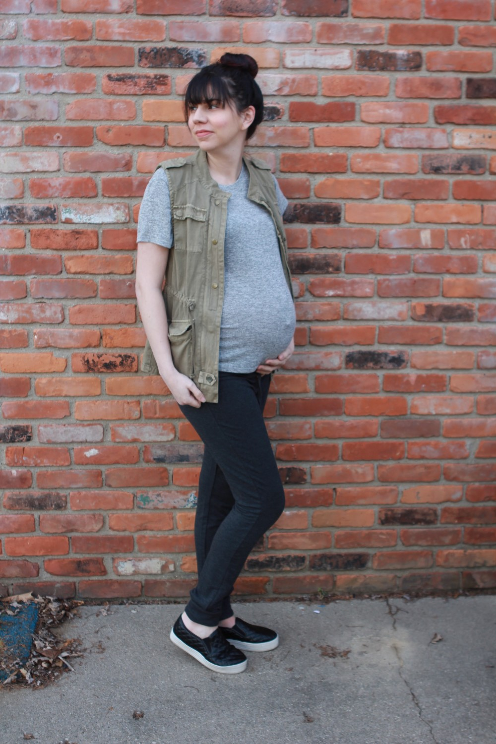 sami hi-lo short sleeve tee and camilla fleece lined drawstring jogger pants // february athleisure stitch fix // a monkey and his mama