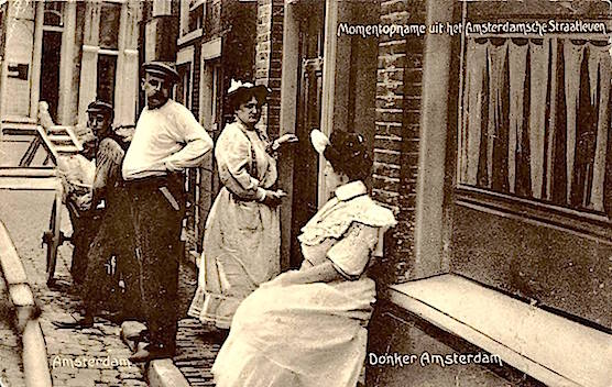 Amsterdam Red Light District History: Prostitutes and a pimp in 1905
