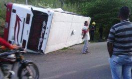 Autobús se volcó en la vía a Rubio