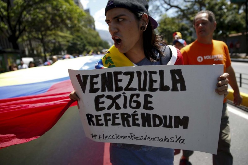 Gobierno y oposición venezolana acuerdan una declaración para convivir en paz